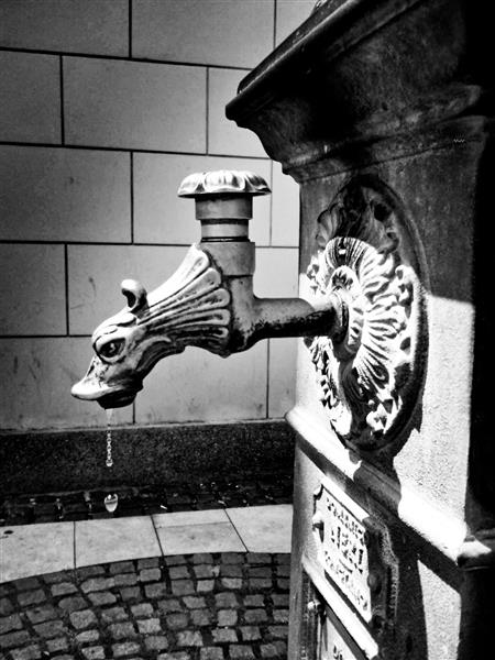 The dragon sparks the water (Central Station in Zagreb), 2014 - Alfred Freddy Krupa