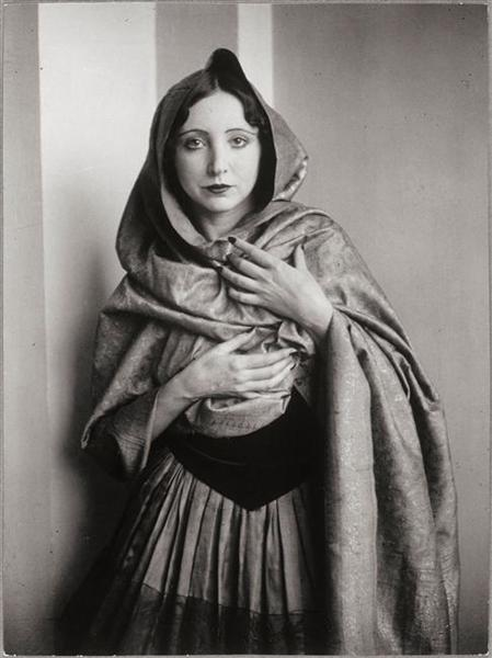 Anaïs Nin drapée dans un châle, 1932 - Brassai