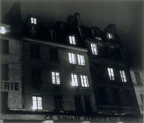 Façades rue de l'Hôtel de Ville, 1932 - Brassaï