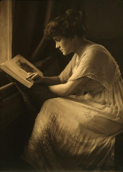 Portrait of Martine McCulloch - Gertrude Kasebier