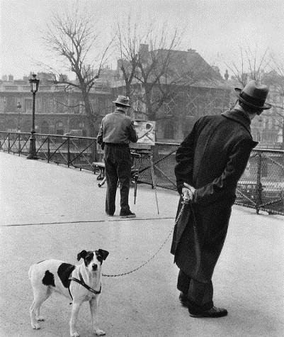 Fox terrier on the Pont des Arts, 1953 - Robert Doisneau